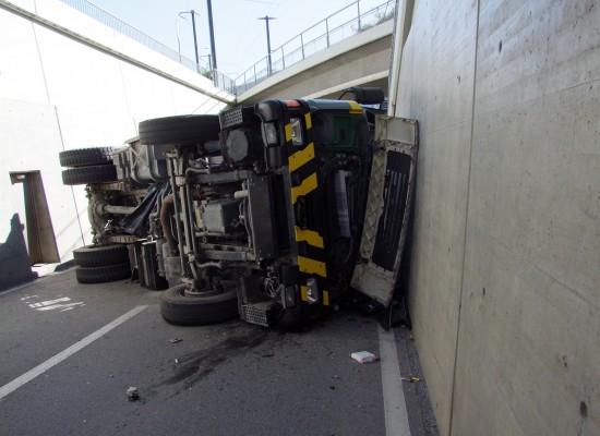 Lkw-Unfall bei Unterführung in Bonaduz