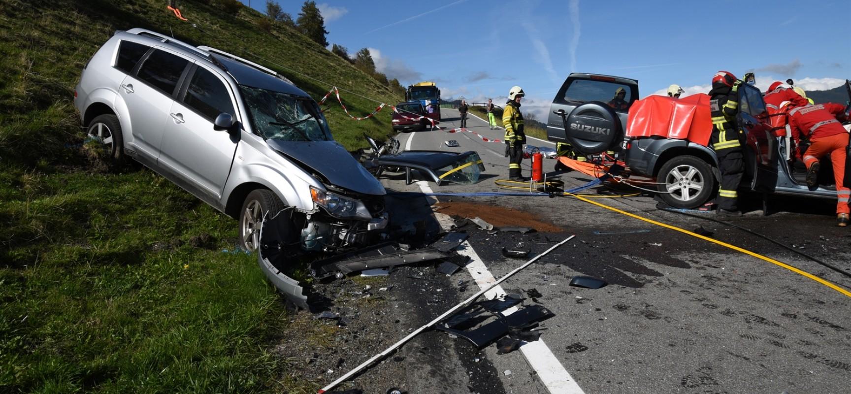 Sarn: Zwei Verletzte nach Frontalkollision auf der Heinzenbergstrasse