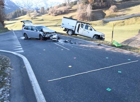 Masein-Cresta: Unfall an unübersichtlicher Stelle