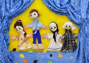 Senioren spielen mit Primarschülern Theater. (Symbolbild)