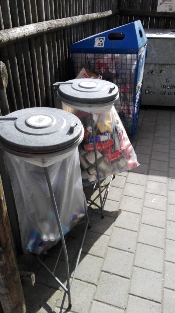 Bürgernähe in der (nicht-fusionierten) Gemeinde Rothenbrunnen: Hier kann man Glas, Blech, PET und vieles mehr - und sogar exotische Sachen wie Öle - alle an einem Ort abgeben (Foto: D-Z.gr)
