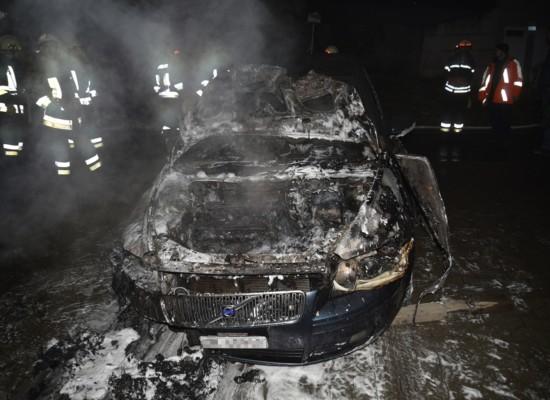 Feuerwehr Scharans muß zu Autobrand ausrücken