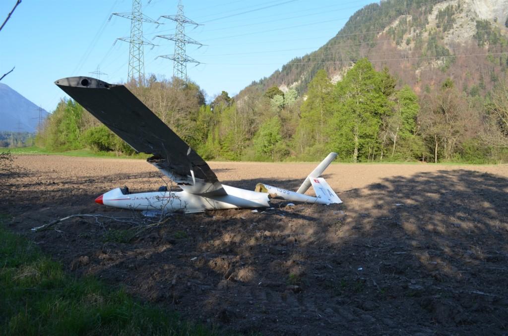 Detailaufnahme des beschädigten Segelflugzeuges (Foto: Kapo Graubünden)