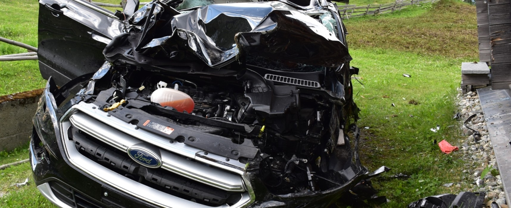 Tödlicher Unfall auf Fahrt von Mutten nach Obermutten