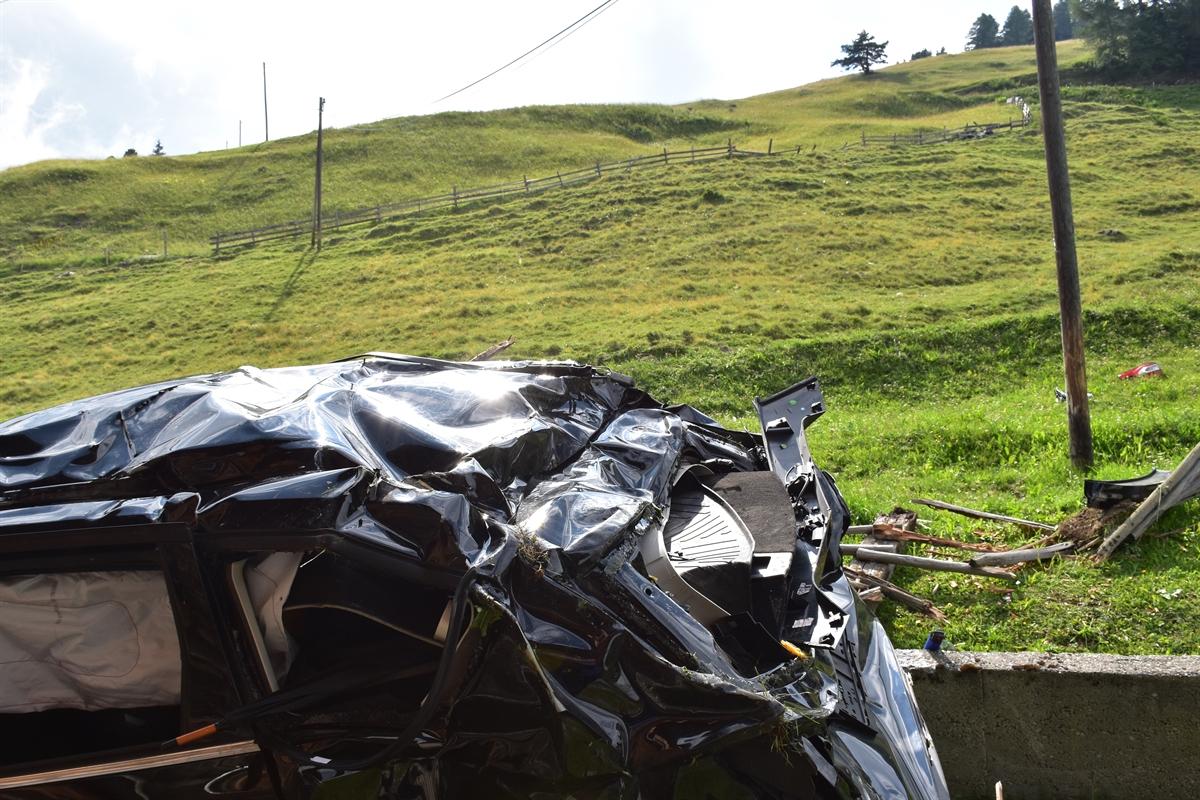 Polizeifotos tödlicher Unfall Obermutten: Kapo Graubünden